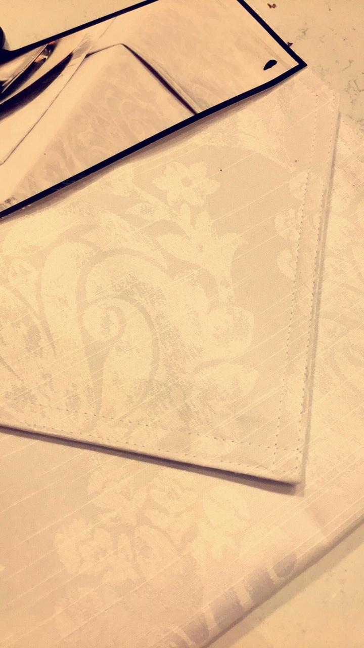 table-runner-white-print