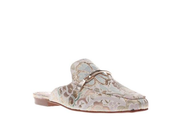 Pale pink ritzy flats schuh